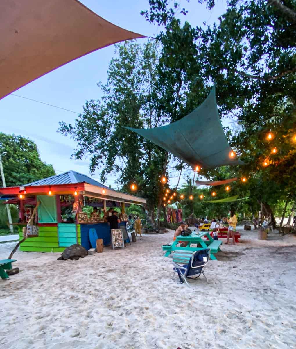 Bars in La digue Seychelles ברים בלה דיג סיישל